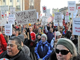 Ap_budget_protest_wisconsin_110217_mn